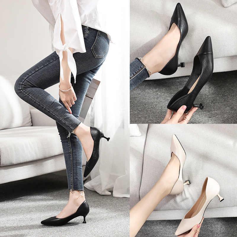 รองเท้าผู้หญิงอาชีพแมวขนาดเล็กบางส้นสูง 5 ซม.ชี้ Toe ปั๊ม PU หนังสีดำชุดงานแต่งงานรองเท้าแตะ