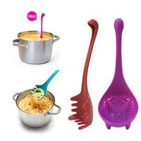 Kreative spaghetti löffel cartoon form löffel Dinosaurier undichte löffel Nette Suppe Löffel Hafer Löffel Küche Geschirr Kunststoff-in Löffel aus Heim und Garten bei