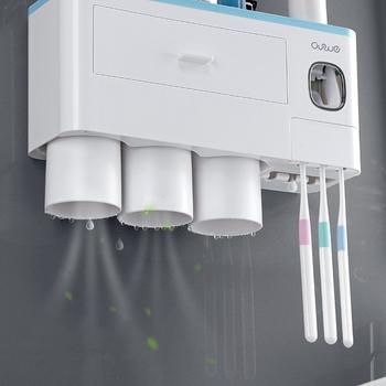 Magnetyczny kubek ścienny przybory toaletowe regał magazynowy nowy uchwyt na szczoteczki do zębów automatyczny dozownik pasty do zębów zestaw akcesoriów łazienkowych tanie i dobre opinie Z tworzywa sztucznego Ekologiczne Dwuczęściowe Toothbrush Holder Bathroom Accessories Set Wall Mount Toothbrush Holder