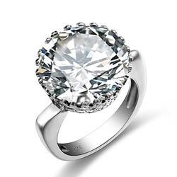 Женское кольцо из серебра 925 пробы с фианитами