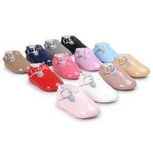 Обувь для новорожденных; обувь для маленьких девочек; обувь для первых шагов; мягкие кроссовки; блестящие кожаные туфли на плоской подошве для девочек; нескользящая обувь принцессы