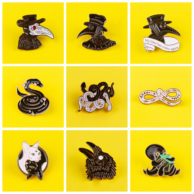 Punk Animal Brooch Plague Doctor's Enamel Brooches Bird-like Beak Mask Pin clothes Badge Punk Snake Jewelry Gift for Friends