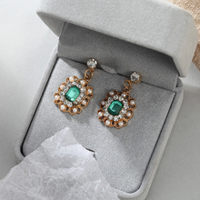 2019 New Womens Earrings Retro Metal Green Artificial Meteorite Pearls Bohemian Charm Sexy Dorp Winter Gift Jewelry
