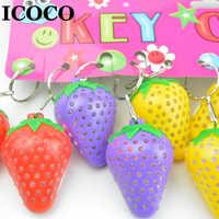 ICOCO 1 stücke Super Helle Erdbeere Form LED Nigt Licht Schlüsselring Kunststoff Leucht Erdbeere Anhänger Ornament Zufällige Farbe Verkauf