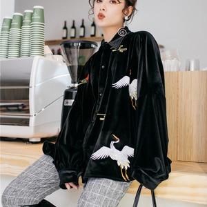 Image 2 - LANMREM Solid Color haftowane żuraw z długim rękawem Lapel Suede luźne Plus koszula damska słodkie proste moda 2020 wiosna NewTV551