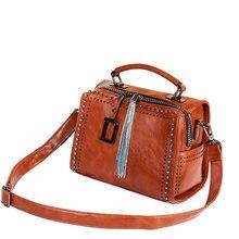 Кожаная сумка на плечо женская тоут boston с кисточками и заклепками