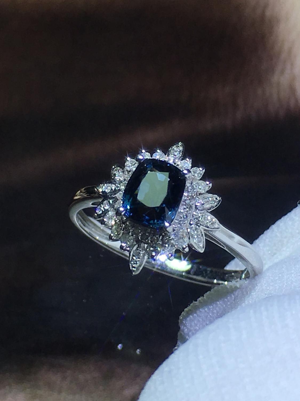 820 Fijne Sieraden Pure 18K White Gold Natuurlijke Blauw Spinel Edelstenen 0.98ct Diamonds Classic Ontwerp Vrouw Ringen voor presenteert
