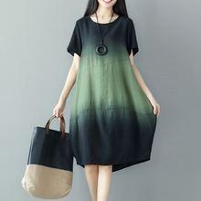 Женское платье в полоску с коротким рукавом и круглым вырезом