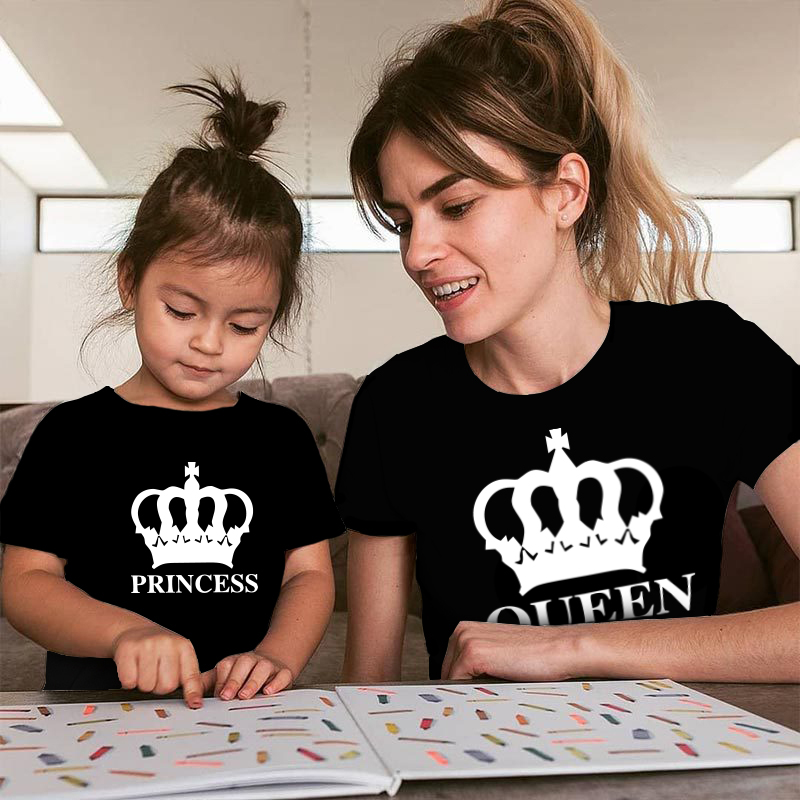 Crown princess print Matching Family Outfits  tshirt Cotton mommy and me clothes Daughter baby girl family Look Short Sleeve Top