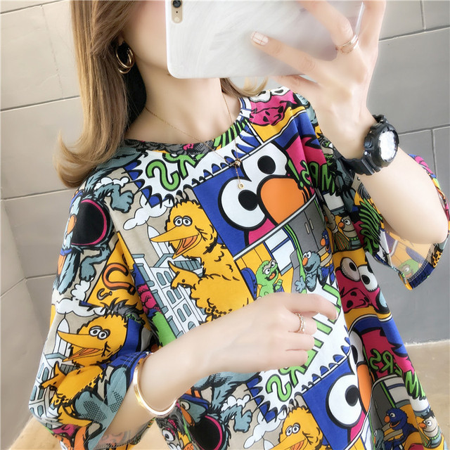 Фото женская футболка с коротким рукавом свободная и удобная в корейском