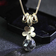 Long Snake Chain Womans Vintage Sweater Gold Daisy Flower Crystal Ball Pendant Necklace For Women Collar Mujer CH19Nk9022
