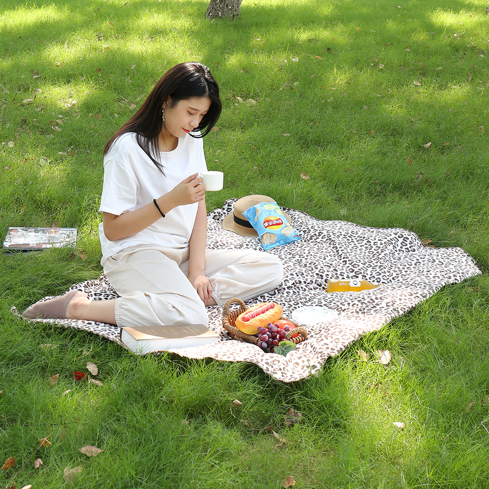 Blancstar Blanket Outdoor Camping Weighted Leopard Portable Picnic Mat Throw Blanket PB007