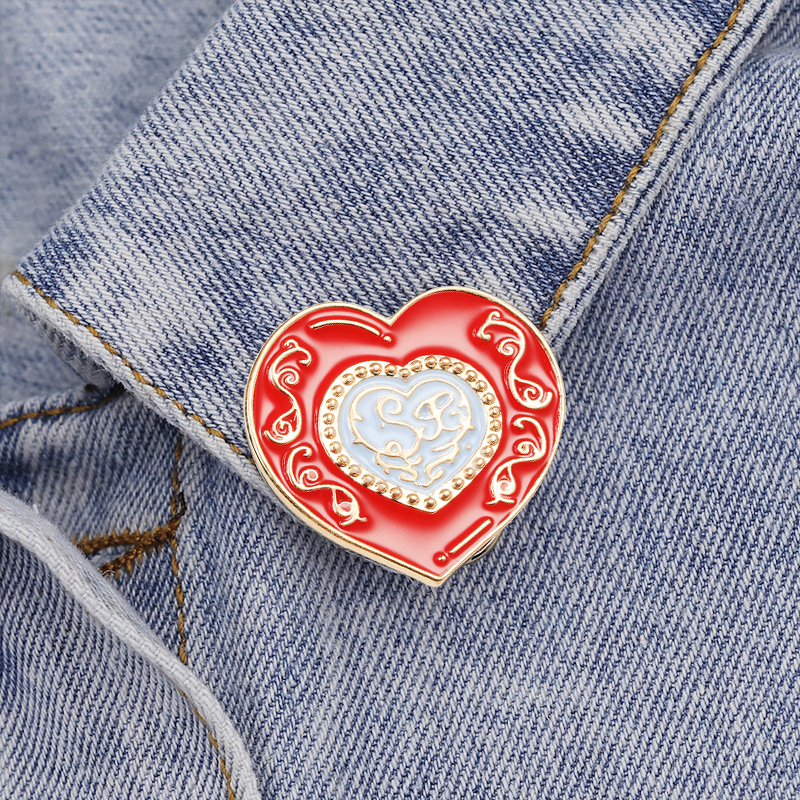 Love Lovers pin badge Boy and girl with a love heart novelty lapel pin.
