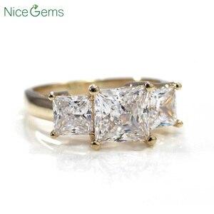Image 2 - NiceGems 14K żółte złoto księżniczka Cut pierścień z trzema kamieniami centrum 1.5CT 6.5mm D kolor 3CTW Moissanite diamentowy pierścionek zaręczynowy VVS1