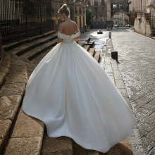 UZN Elegant Ivory V-Neck Ball Gown Satin Wedding Dress Gorgeous Off The Shoulder Bridal Gown With Beading Belt