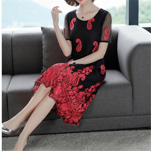 O Neck chiffon dresses 2020 summer new middle old age mother large size women embroidery short sleeve Loose dress 2