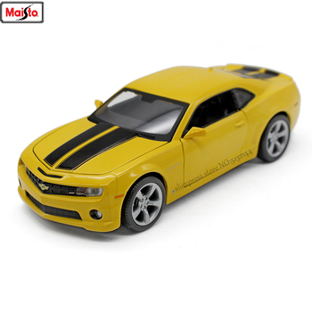 Maisto 1:24 Chevrolet Camaro Bumblebee alloy super toy car model For with Steering wheel control front wheel steering toy car large aston martin v12 vantage car model 1 18 alloy diecast car model steering wheel linkage the two front wheel collection toys