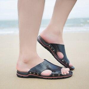 Image 2 - Мужские кожаные шлепанцы для улицы, Повседневные тапочки, летняя обувь на плоской подошве, пляжные тапочки, размера плюс, 4 цвета