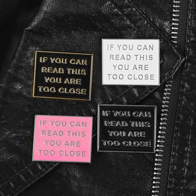 Orang Asing Surat Label Enamel Pin Serial TV Bros Tidak Lencana Denim Shirt Lapel Pin Gothic Perhiasan Hadiah untuk Wanita