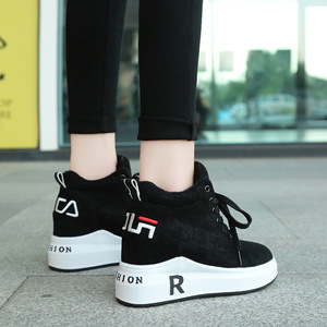 Image 2 - Zapatillas de invierno cálidas de felpa para mujer, zapatos informales con tacón de piel sintética con cordones, zapatos de mujer con forma de cuña, zapatillas de plataforma negras XU055