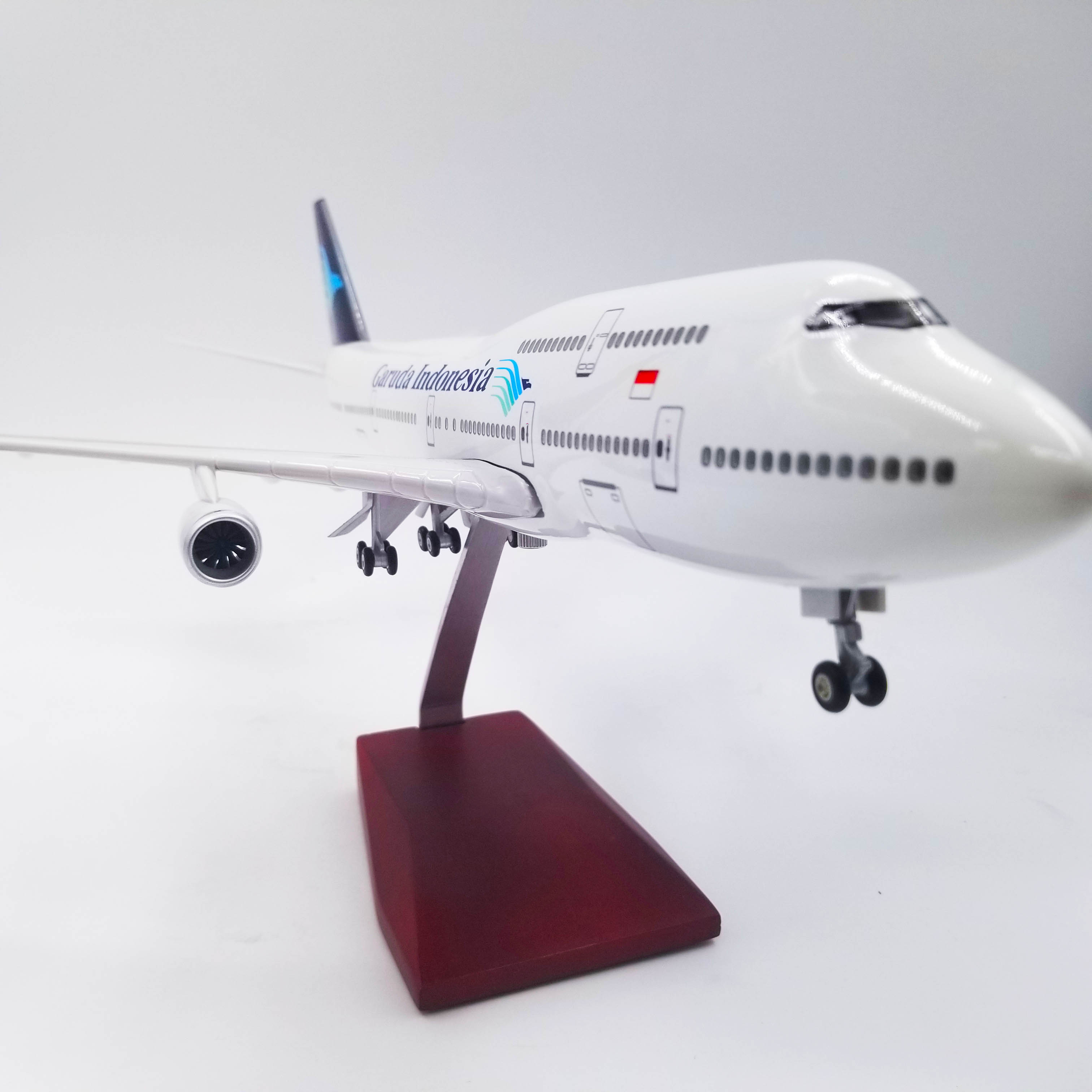 1 150 Scale 47CM Airplane Boeing B747 with Light and Wheels Garuda Indonesia Model Toys Aircraft Model Resin Plastic Alloy Plane in Diecasts Toy Vehicles from Toys Hobbies