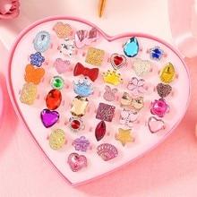 Boîte de bagues ajustables pour petite fille, bijoux réglables, anneaux de forme aléatoire pour jouer et faire semblant de s'habiller, idéal comme cadeau pour enfants, 36 pièces,