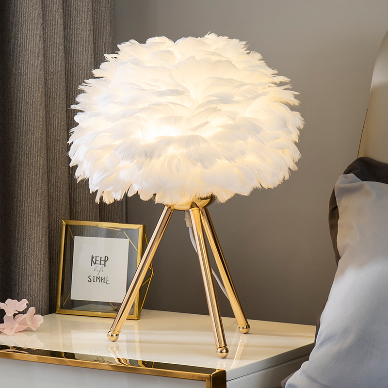 Romantic Feather Bedside Table Lamp Desk & Table Lamps