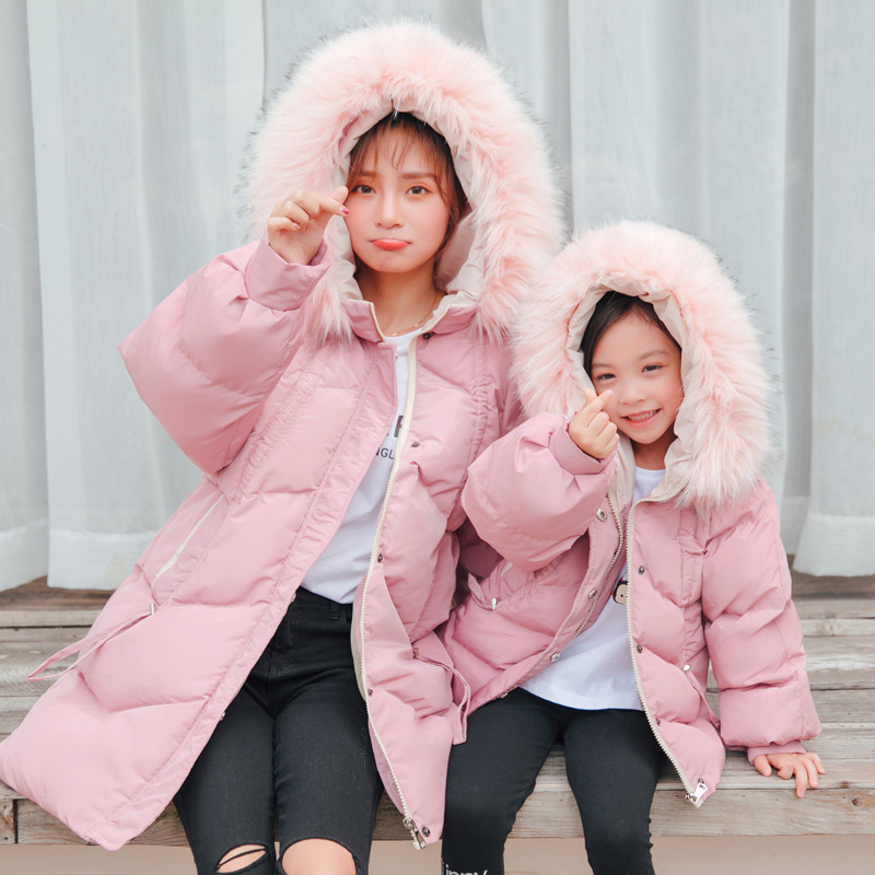 2019 Mother and Daughter Dress Winter Dress Family Loook Down Coats Parent Kid Cotton Clothing Mommy and Me Clothes Big Fur Hat