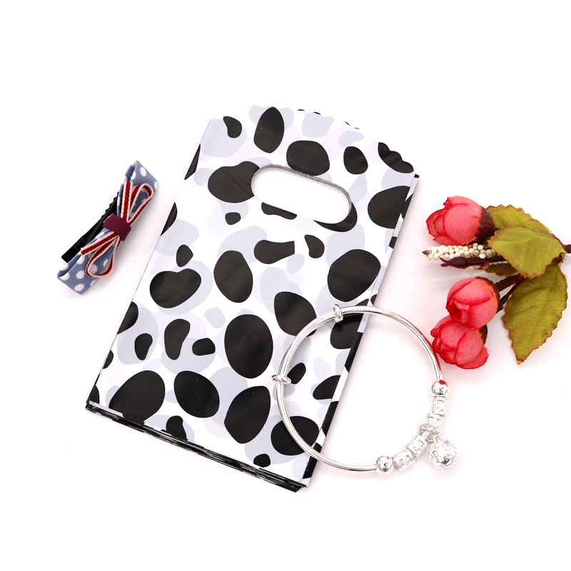 New 100pcs Lots Plastic Carrier Bags White&Black Cow Spot Design Boutique Package For Festival Wedding Gift 9x15cm