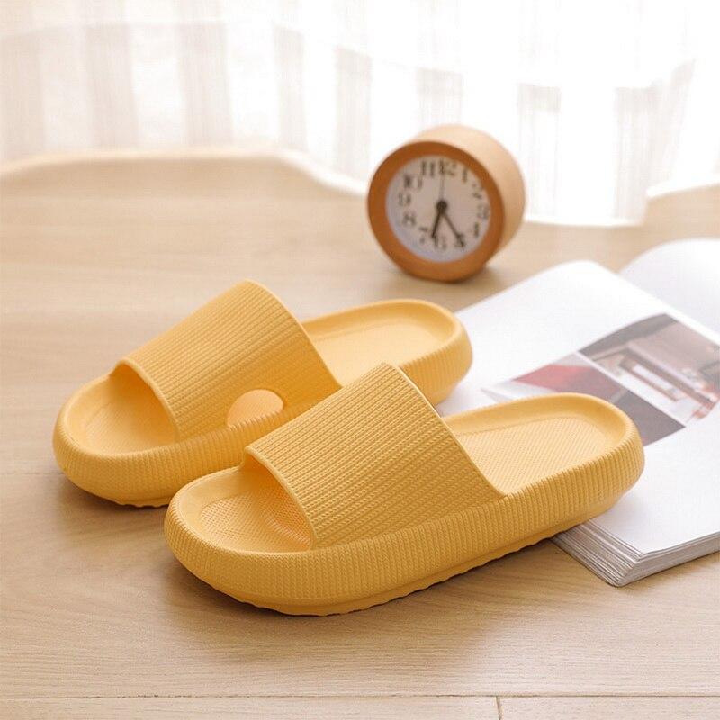Домашние тапочки на толстой подошве для мужчин и женщин, Нескользящие шлепанцы для ванной, пляжные сандалии для влюбленных девушек