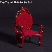 En stock, sofá Silla de escala 1/12, sillón tallado vintage de caoba adecuado para muebles de escena DIY sin muñeca