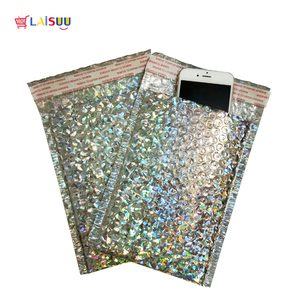 Image 4 - 50 pçs/lote Holographic Envelope Bolha Aluminizado Bubble Bag Engrosse High end Roupas Co Filme extrudado Expressar Envelopes de Espuma