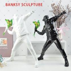 Estatueta de resina inglaterra arte rua banksy escultura bombardeiro polystone figura collectible arte brinquedo