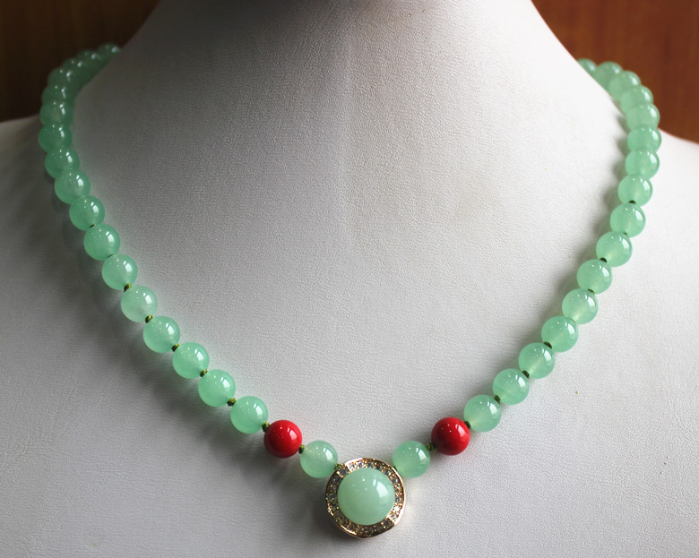 Wholesale Factory Price Simple Style Design 8mm Green And Red  Jade Necklace 14 Mm Pendant  Fashion Jewelry