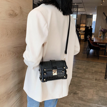 2020 new web celebrity joker stone lines inclined han edition fashion temperament one shoulder bag small package