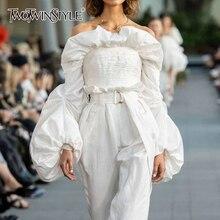 Twotwinstyle Ruches Ruches Blouses Womens Slash Hals Lantaarn Lange Mouwen Slanke Korte Shirts Voor Vrouwelijke Mode Kleding 2020 Tij