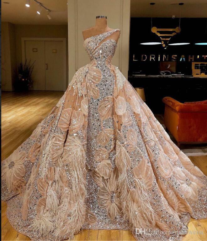 2020 Arabic Ball Gown  Prom Dress Luxury Lace Feather Crystal Chamgape Formal Evening Gowns Customizable