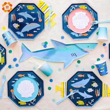 1 zestaw Shark jednorazowe zastawy stołowe kreskówkowe zwierzęta morskie papierowe talerze i kubki na urodziny dekoracja Baby Shower Kids Party Supplies tanie i dobre opinie DIY House CN (pochodzenie) Zwierzę rysunkowe litera DH-3598 Ślub i Zaręczyny przyjęcie urodzinowe Na Dzień Dziecka