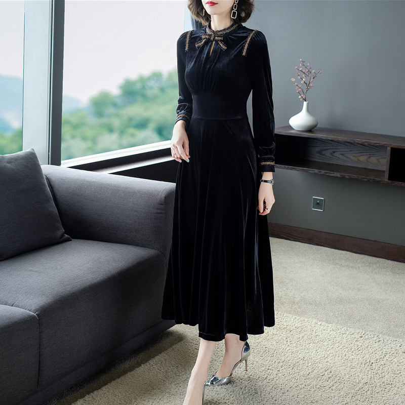 2019 New Lady Temperament Long Dress Autumn Winter Slim Black Velvet with Brooch Fashion Sleeve