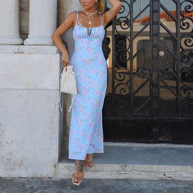Фото платье женское летнее длинное с открытой спиной и цветочным цена
