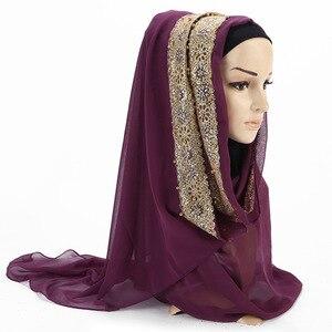Image 3 - 2020 새로운 여름 이슬람 무슬림 라인 석 레이스 꽃 스카프 목도리 Hijab 여성 솔리드 컬러 버블 쉬폰 터번 머리띠 스카프