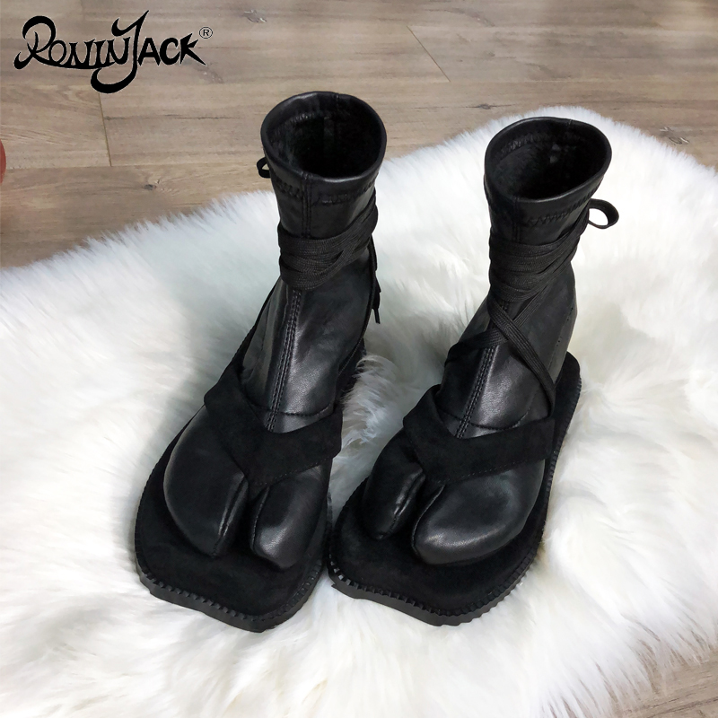Designer Split Toe Women Boots Tabi Personality Flat Strap Ankle Boots Toe Japanese Ninja Shoes Warm Socks Boots Super Star