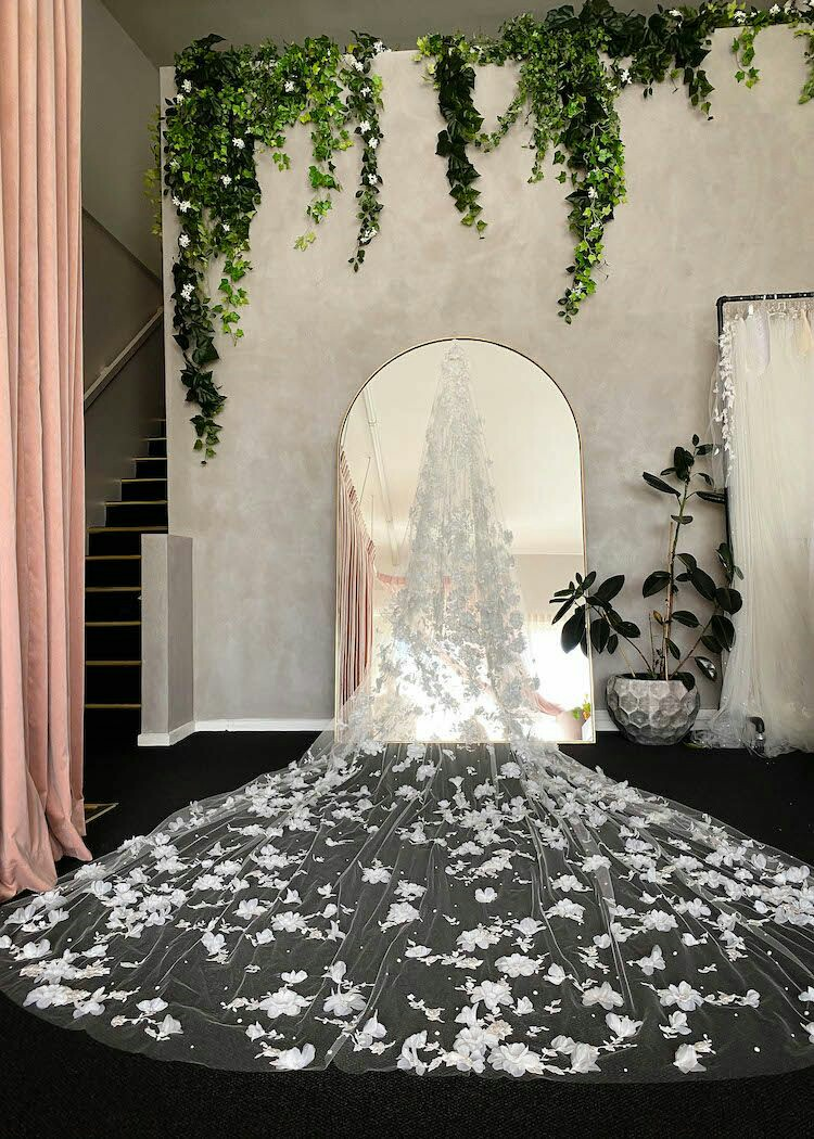 Stunning 5M Long Bridal Veils with Floral Appliques Lace Wedding Veil Vestido De Noiva Longo Custom Made