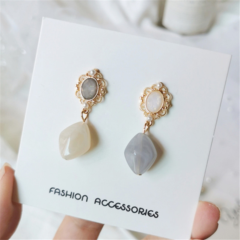 Vintage pattern pearl earrings Classic temperament senior earrings Long circular resin crystal stud earrings for women