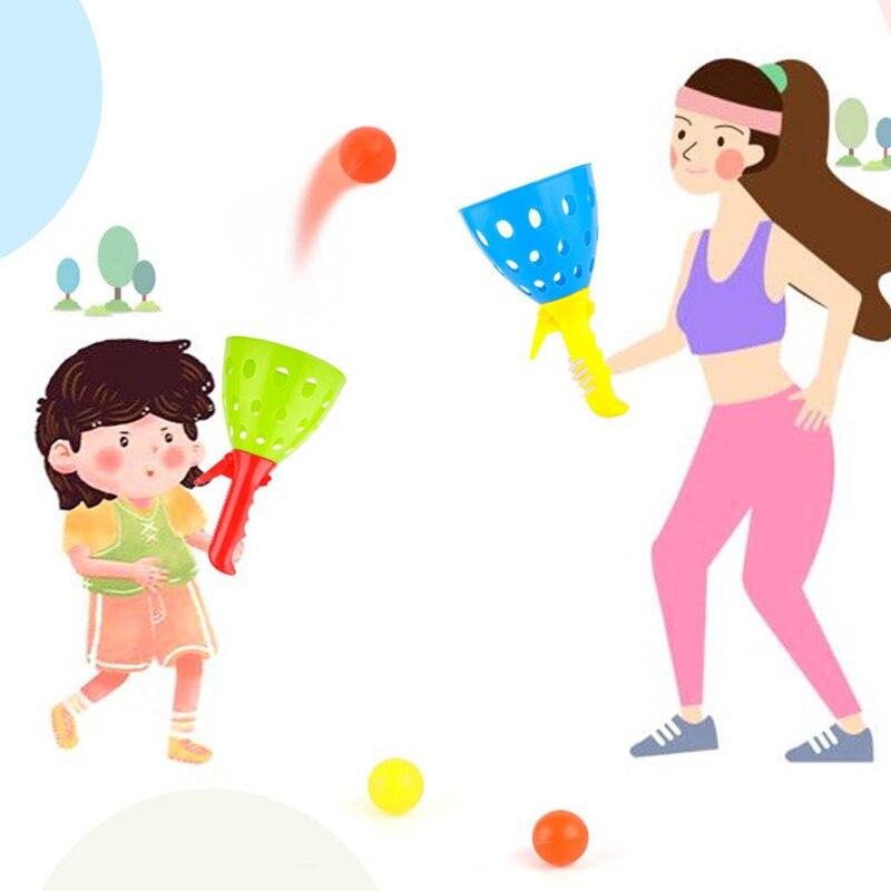 Crianças Jogar Bolas de Brinquedo Ao Ar