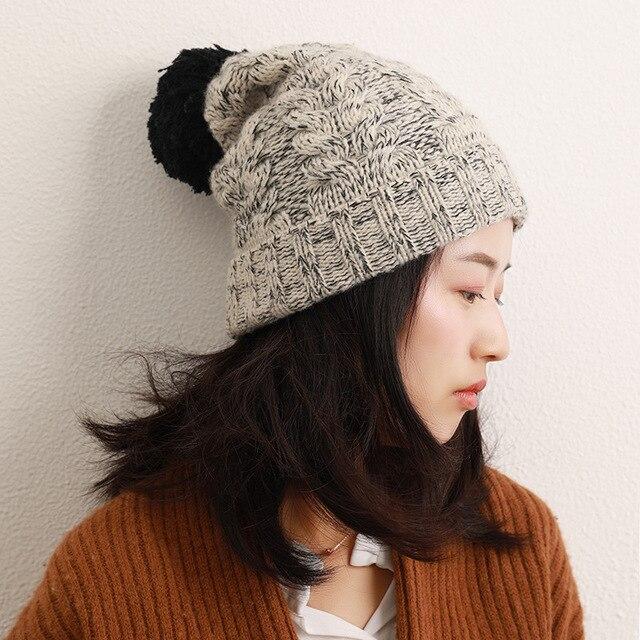 Купить новая вязаная шапка из шерсти ягненка и черной с помпоном серого картинки цена