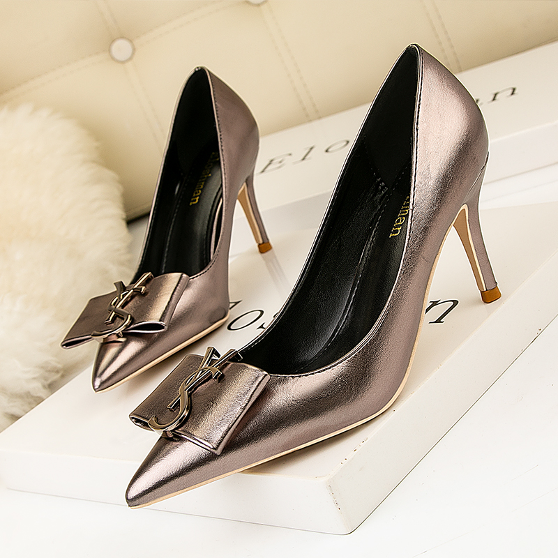 2020 HOT Elegant Metal Buckle Show Thin Women's Sandals Solid Patent Leather Pointed Toe Fashion Brand High Heels Women Shoes