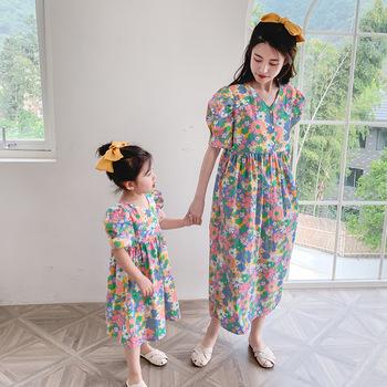 2020 letnia sukienka dla rodziców i dzieci matka i córka dekolt w serek szyfon mały wzór kwiatowy sukienka tanie i dobre opinie Suknie Moda Krótki Pasuje prawda na wymiar weź swój normalny rozmiar COTTON Drukuj Matka Ojciec Dzieciak Y595