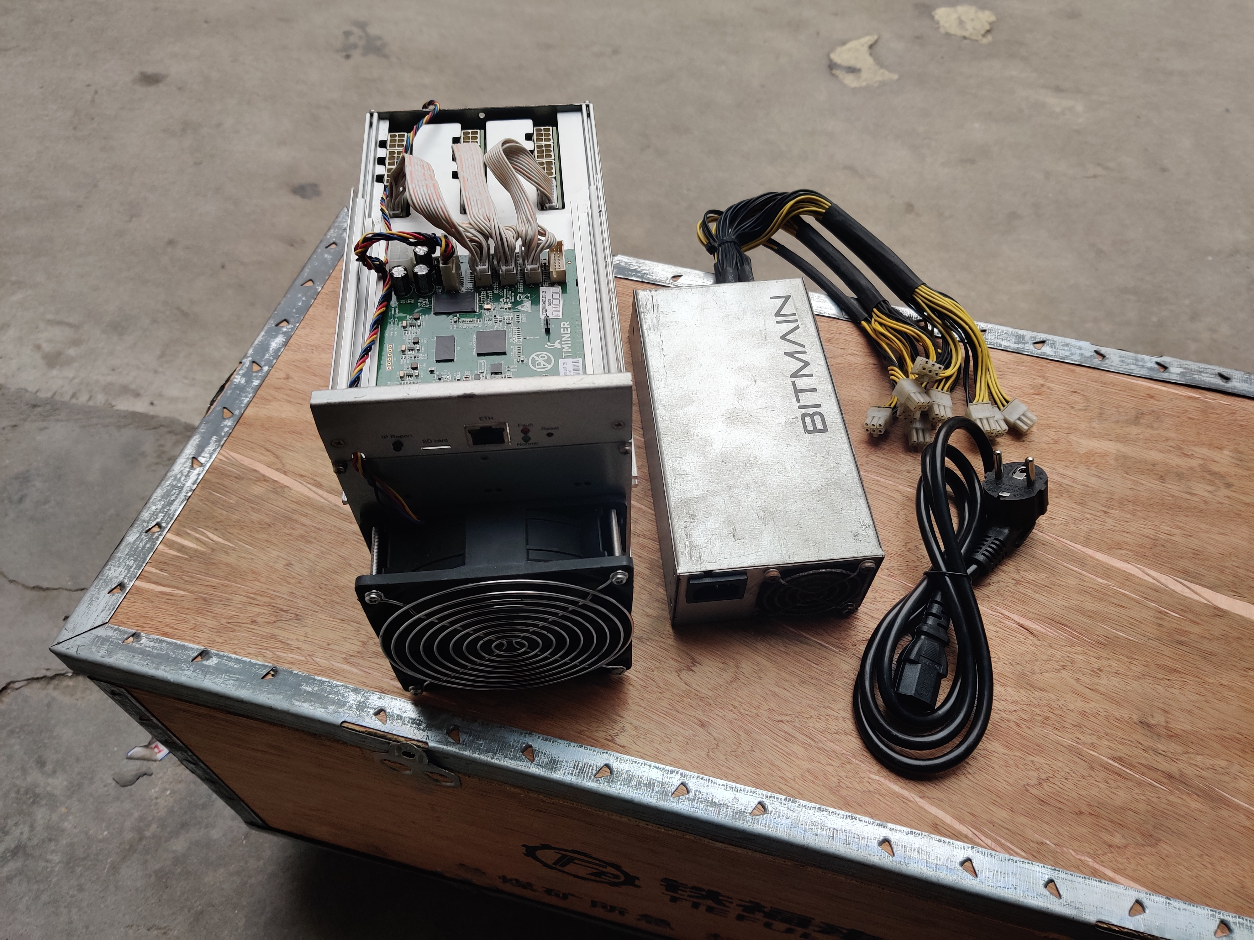 Used AntMiner S9k 14T With PSU Bitcoin BTC BCH Miner Better Than Antminer S9 13.5t 14t S9j 14.5t S9 SE S11 S15 S17 T9+ T15 T17 2