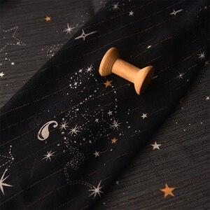 Черный фон звезды Вселенная изменение цвета яркая линия плиссированная шифоновая ткань платье ткань